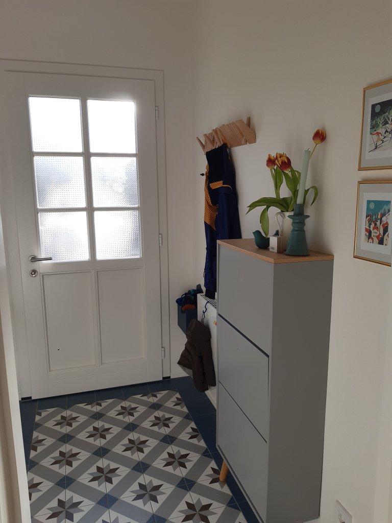 Eingangsbereich mit Schuhschrank und Garderobe