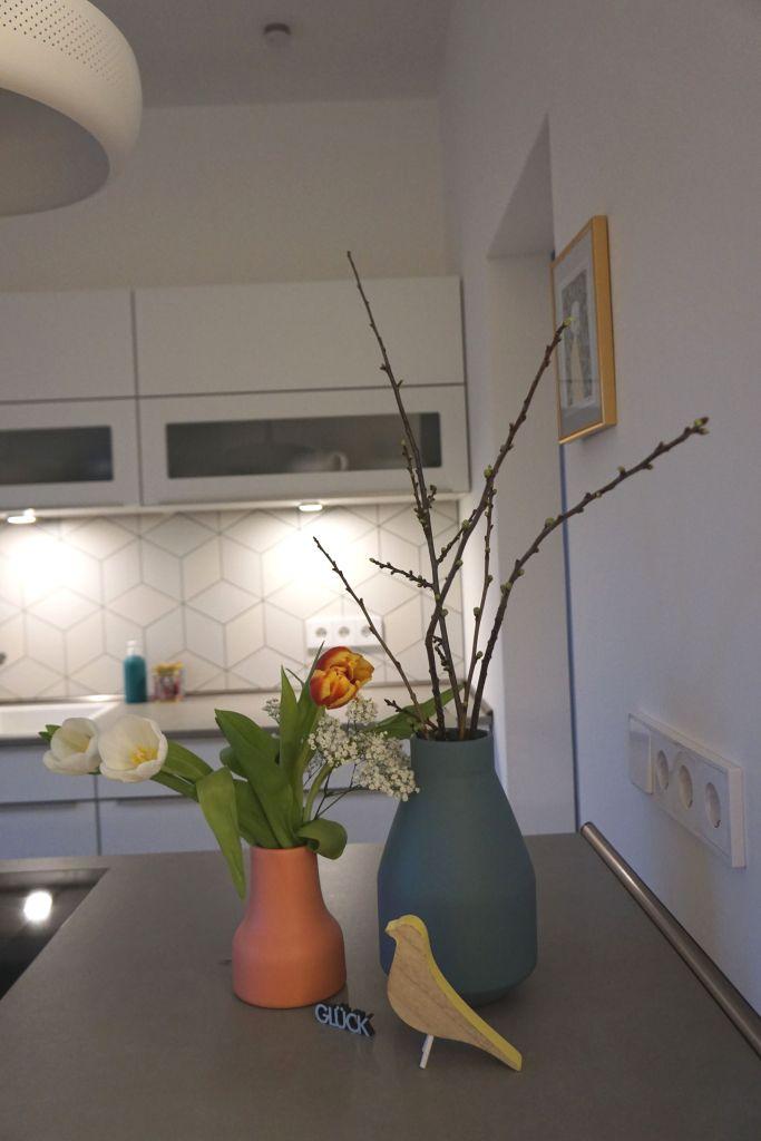 Frühlingsdekoration in der Küche