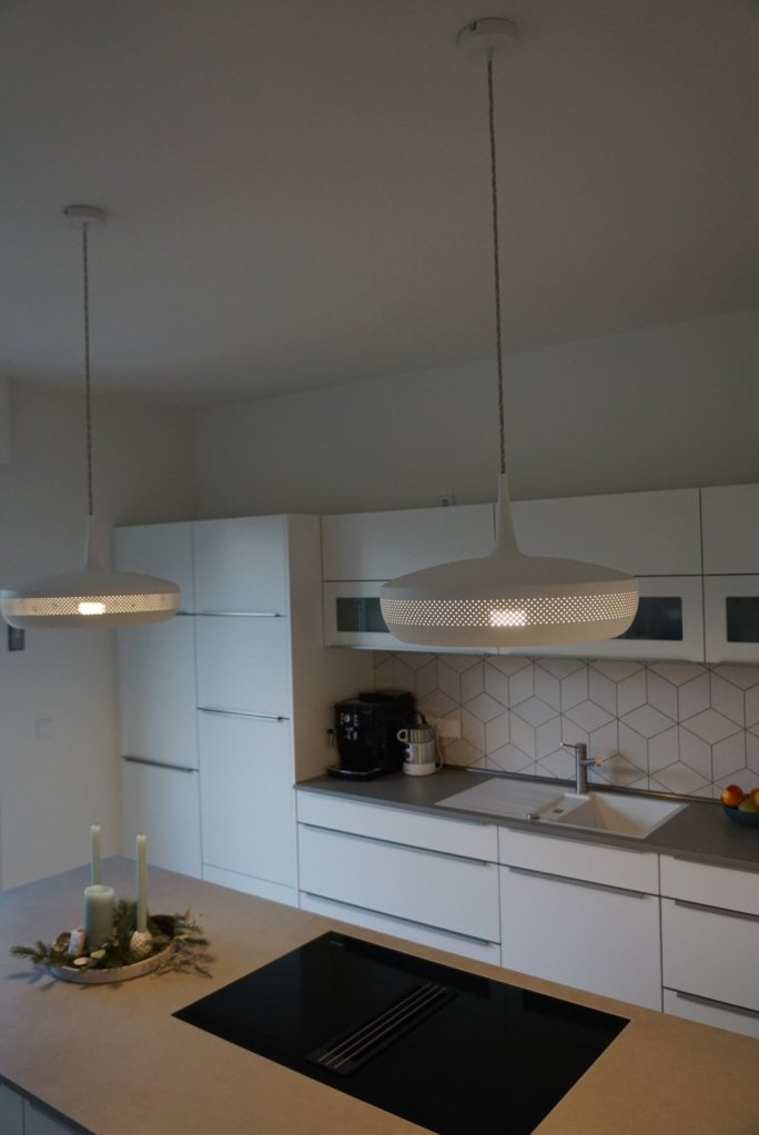 Lampen über Küchentresen